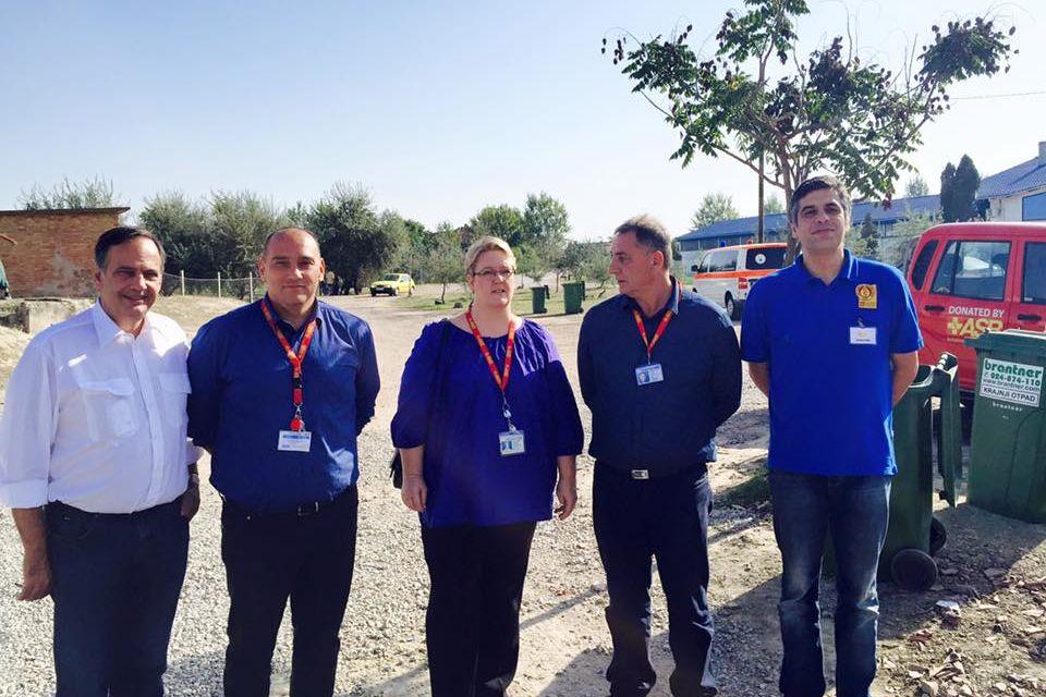 Ungarische Samariter treffen Knut Fleckenstein in Kanjiza in Serbien