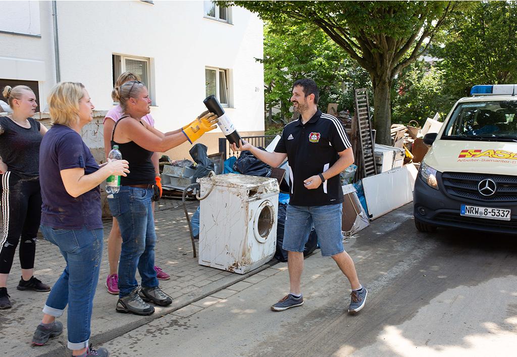 Müllbeutelverteilen.jpg