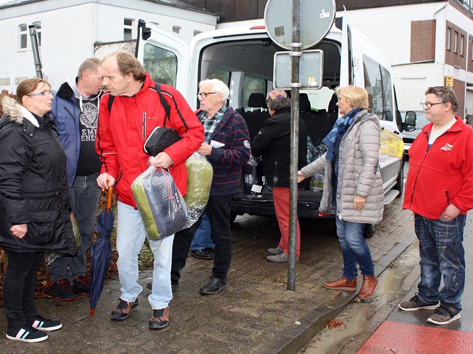 ASB-Kältehilfe-2018-ASB-Diepholz-Schlafsäcke-für-Obdachlose-3.jpg