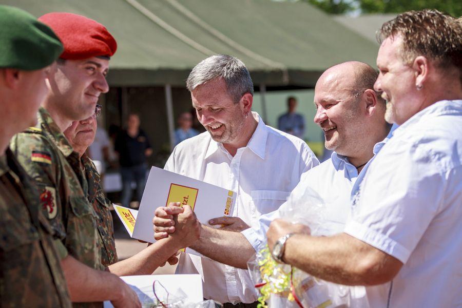 ASB Neubrandenburg zeichnet Bundeswehrsoldaten aus