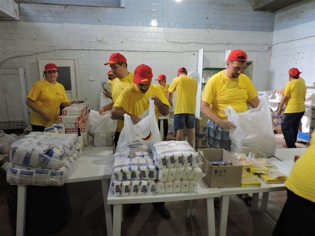 freiwillige-packen-hilfsguter-in-der-ukraine-bei-besuch-christoph-straesser.jpg