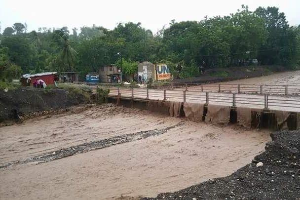 Unterspülte Brücke nach Hurrikan Matthew in Haiti