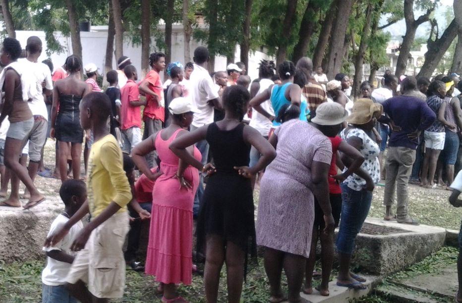 Verteilung von Hilfsgütern in Petit-Goave in Haiti