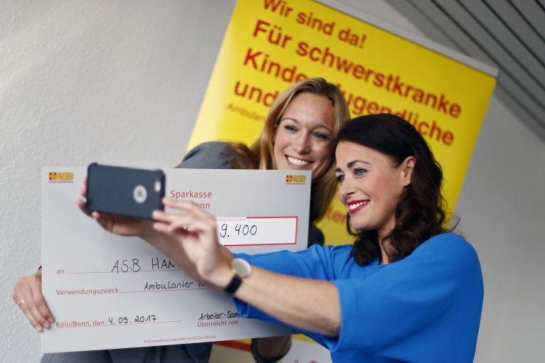 Arbeiter-Samariter-Stiftung übergibt Förderschecks