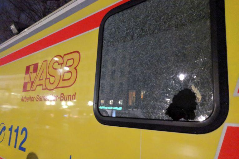 asb-rettungswagen-gewalteinwirkung-rakentenbeschuss.jpg
