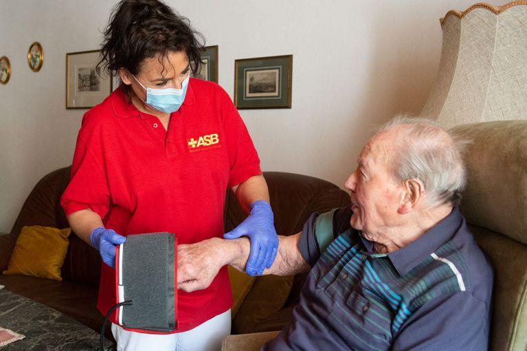 Externes Personal: ASB fordert personelle Unterstützung für Corona-Schnelltests von Pflegekräften